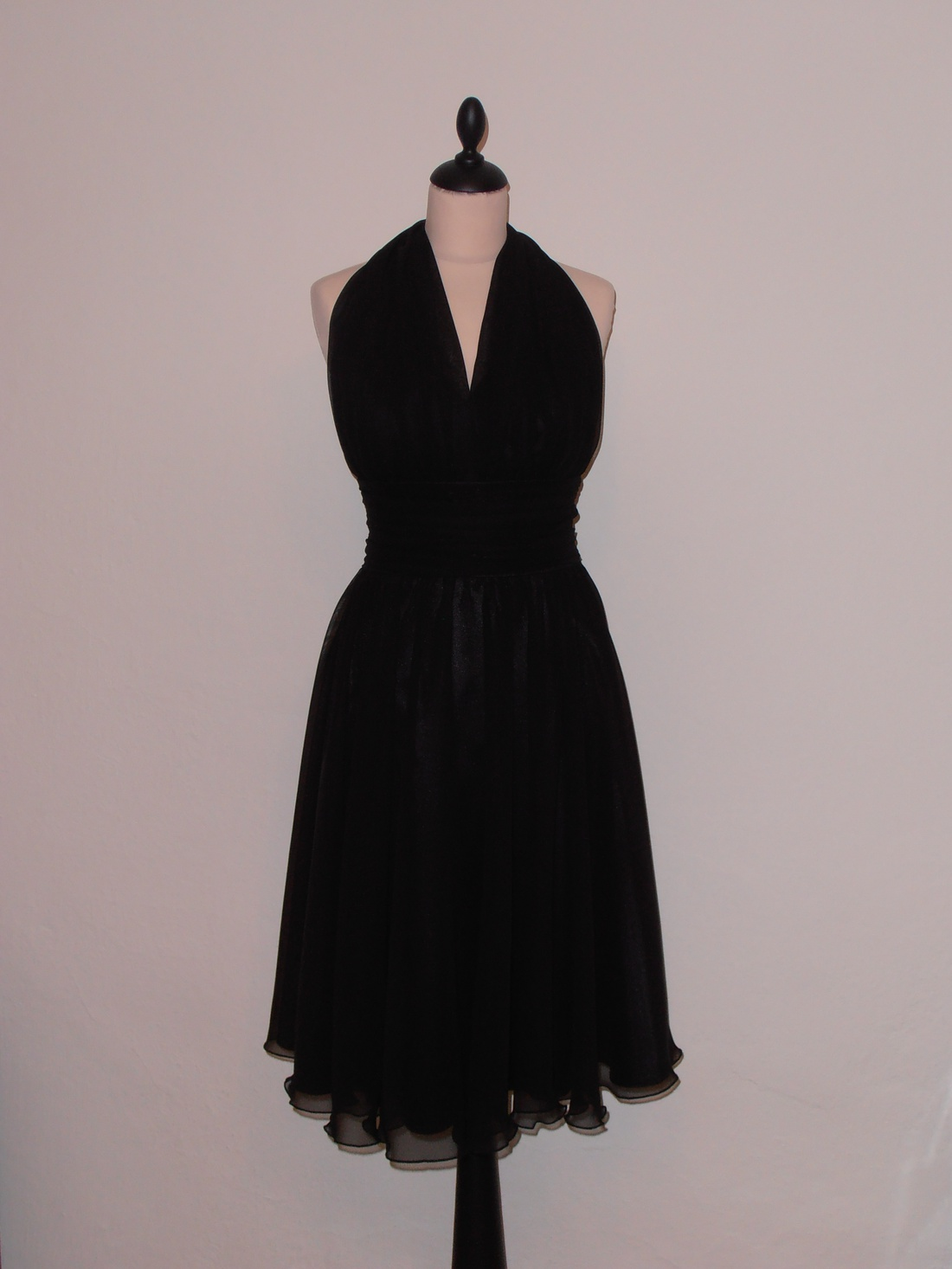 Fekete muszlin ruha Marilyn (nicoledesign) - Meska.hu a18cf61366