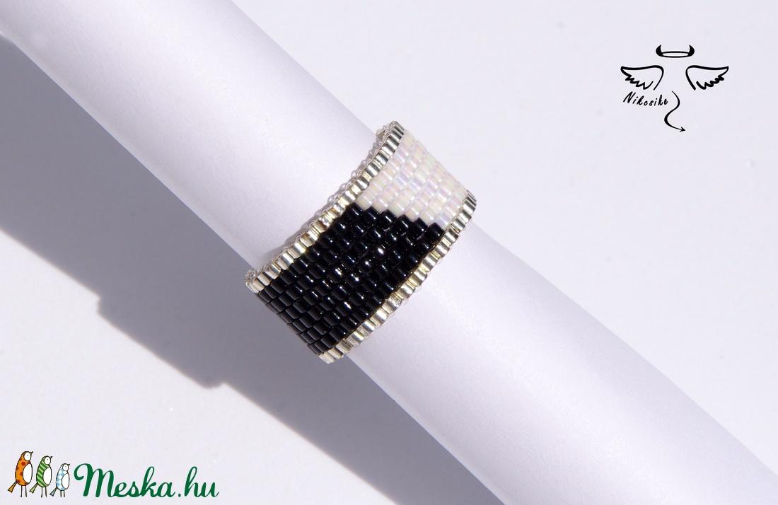 Black and White gyűrű - ékszer - gyűrű - gyöngyös gyűrű - Meska.hu