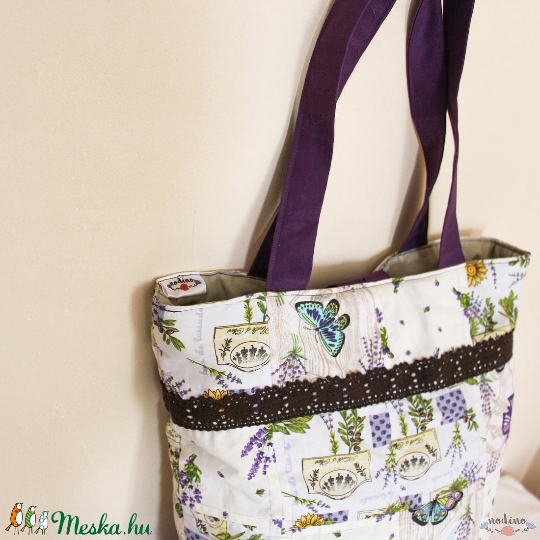 Bézs és lila színű levendula mintás bélelt patchwork válltáska ... 498938b543