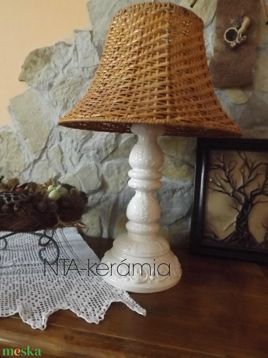 Fehér-ekrü-csipkés- romantikus-egyedi kerámia lámpaváza - otthon & lakás - lámpa - asztali lámpa - Meska.hu