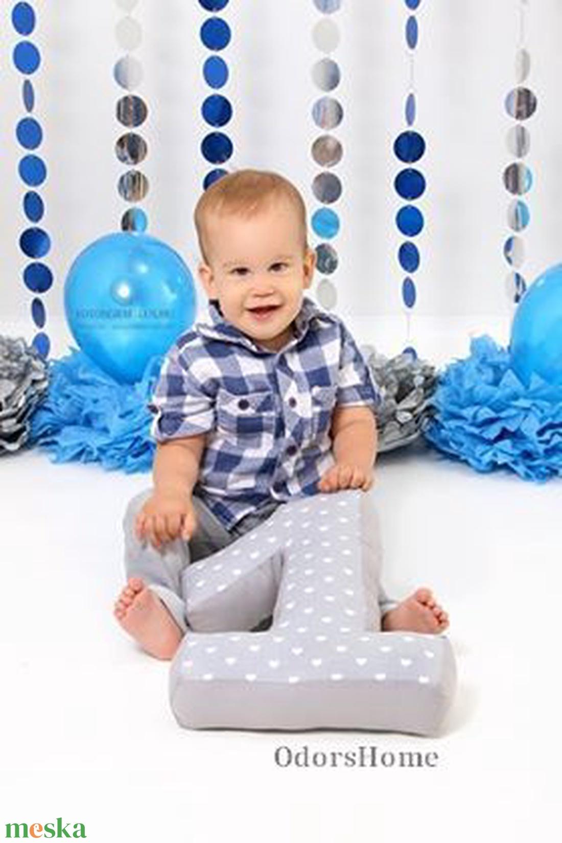 1 -es számpárna - egyes szám alakú forma párna baba hónapjainak vagy éveinek fotózásához, első születésnapra ajándék (OdorsHome) - Meska.hu