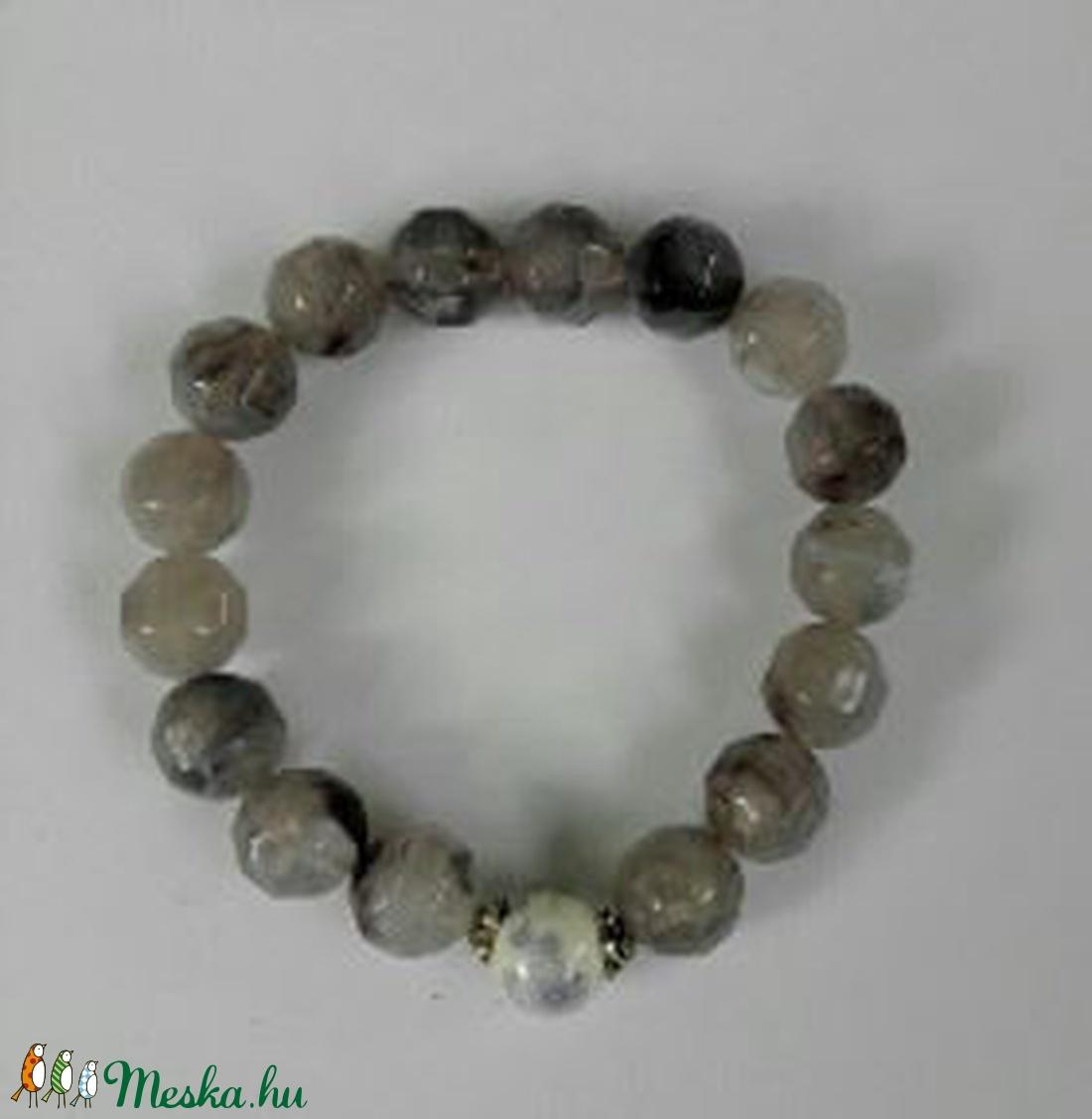 Csukló mala, füstkvarcutánzat (10 mm) gyöngyökkel, lila virágos és ezüst köztesekkel, 16 cm, gumis. (oldjeansgarboo) - Meska.hu
