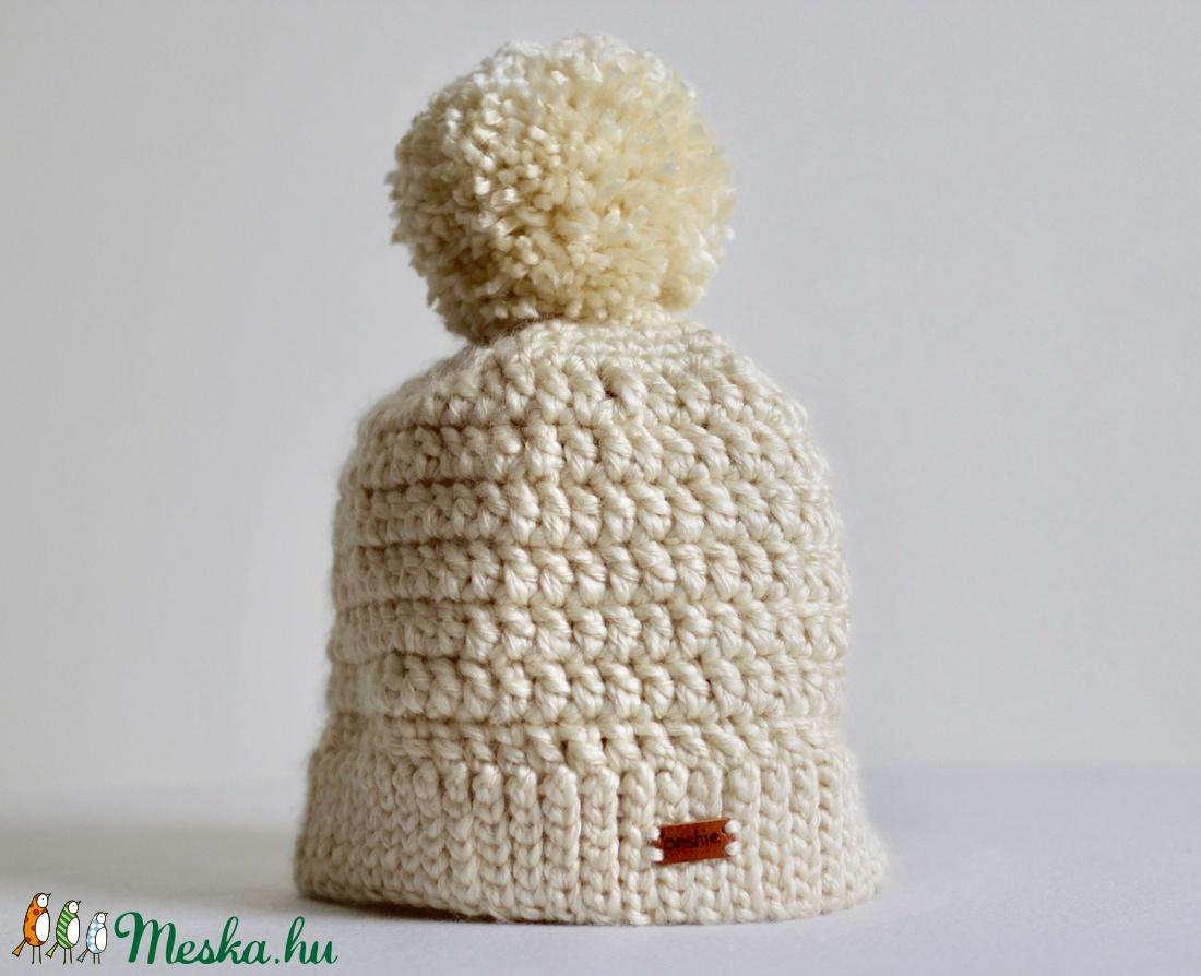 Krémszínű horgolt sapka pom-pommal (orshiecrochet) - Meska.hu 23b2e35712