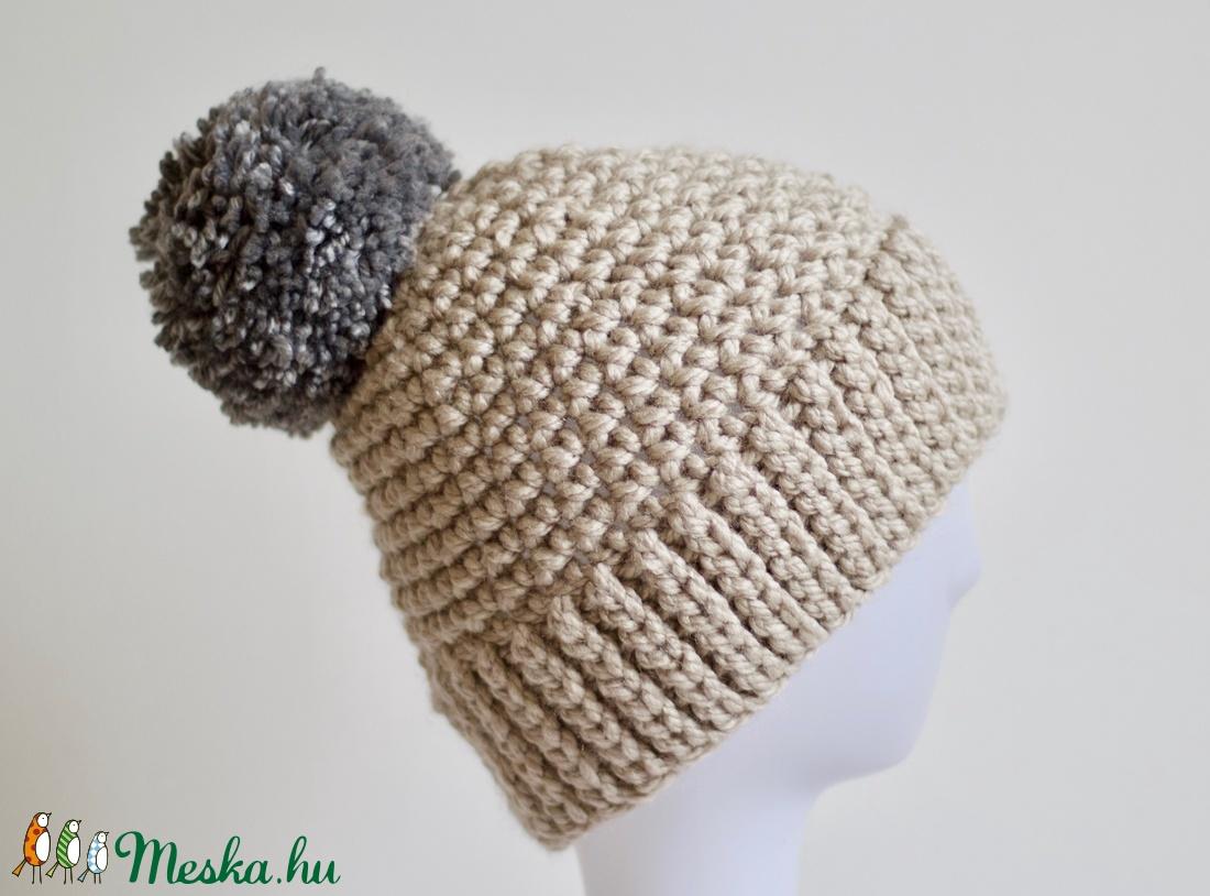 Női horgolt téli sapka pom-pommal (orshiecrochet) - Meska.hu e848fb6c5f
