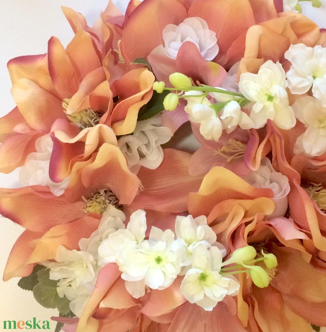 Barackszínű virágos tavaszi ajtódísz - otthon & lakás - dekoráció - ajtódísz & kopogtató - Meska.hu