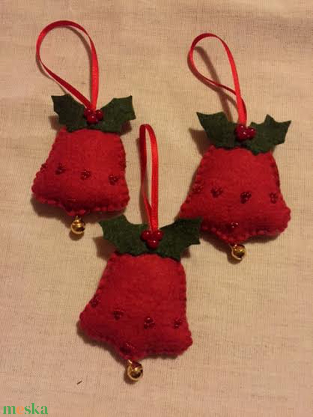 Filc karácsonyfa díszek, harangok magyal levéllel - karácsony - karácsonyi lakásdekoráció - karácsonyfadíszek - Meska.hu