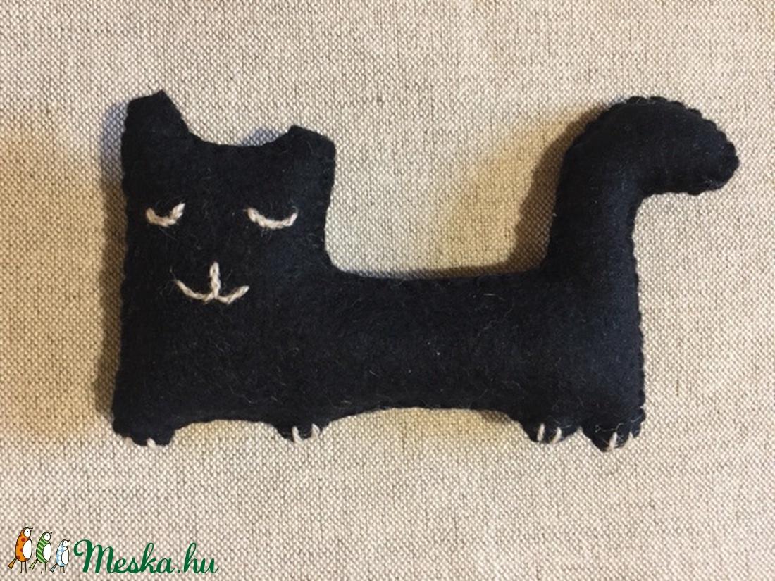 Fekete macska, gyapjúfilcből - otthon & lakás - Meska.hu