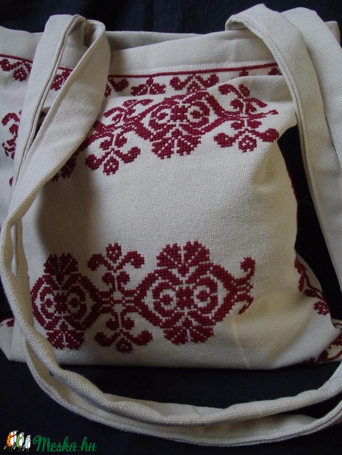 48476ad6bd ... Gyönyörű beregi keresztszemes hímzéssel díszített táska (pentlinus) -  Meska.hu