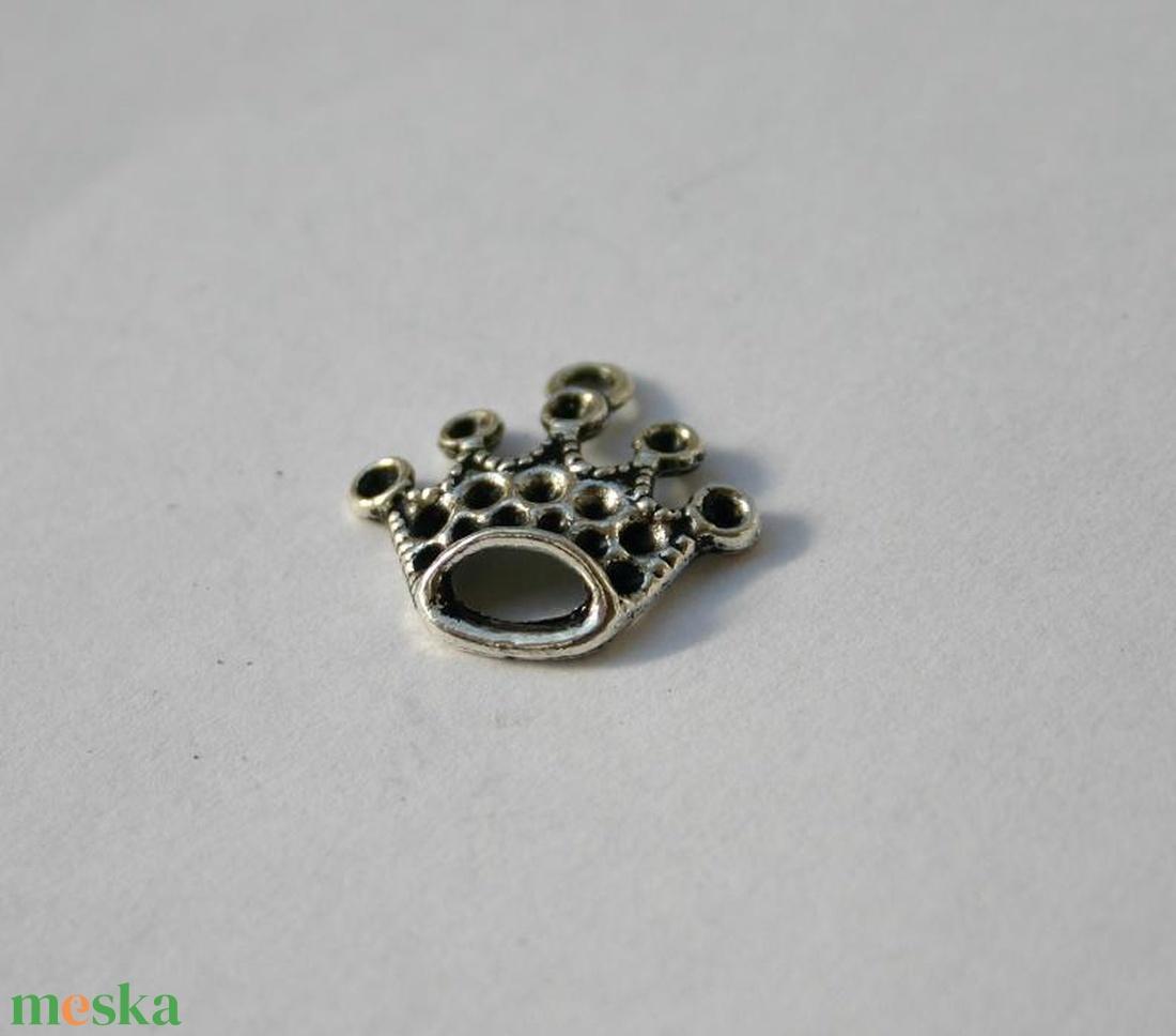 20 db Tibeti ezüst színű korona medál - Meska.hu