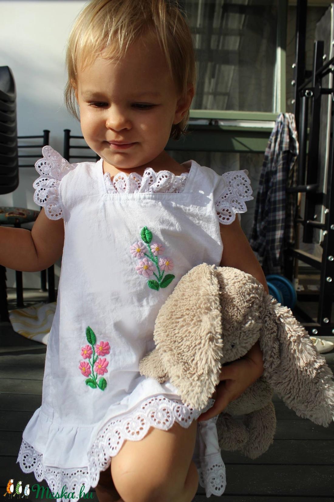 A vonalú madeirás kézzel hímzett lányka ruha. (peteryeva) - Meska.hu c87af02d7a