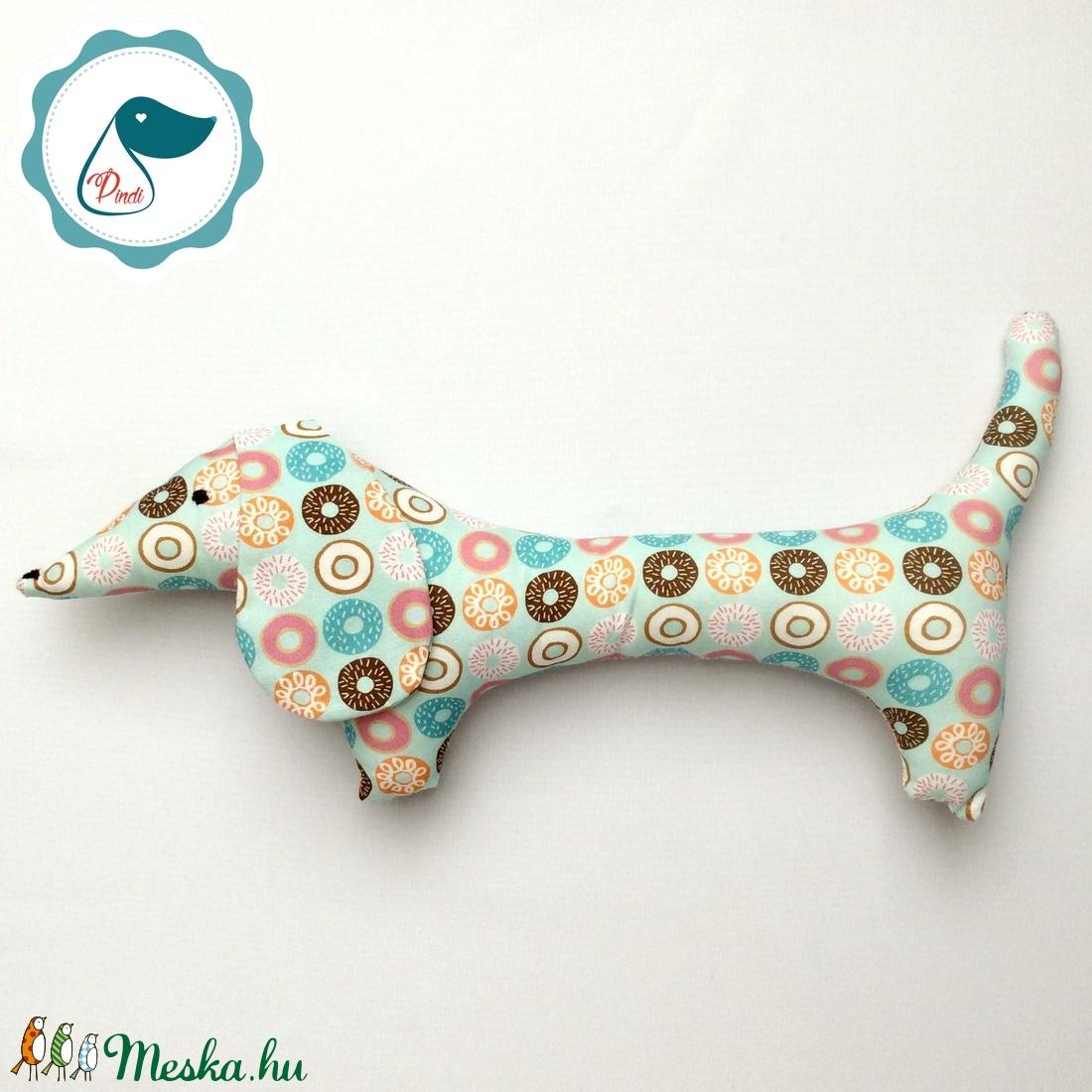 Tacskó - fánk mintás egyedi tervezésű kézműves játék - textiljáték - tacsi kutya - gyerek játék - játék & gyerek - plüssállat & játékfigura - kutya - Meska.hu