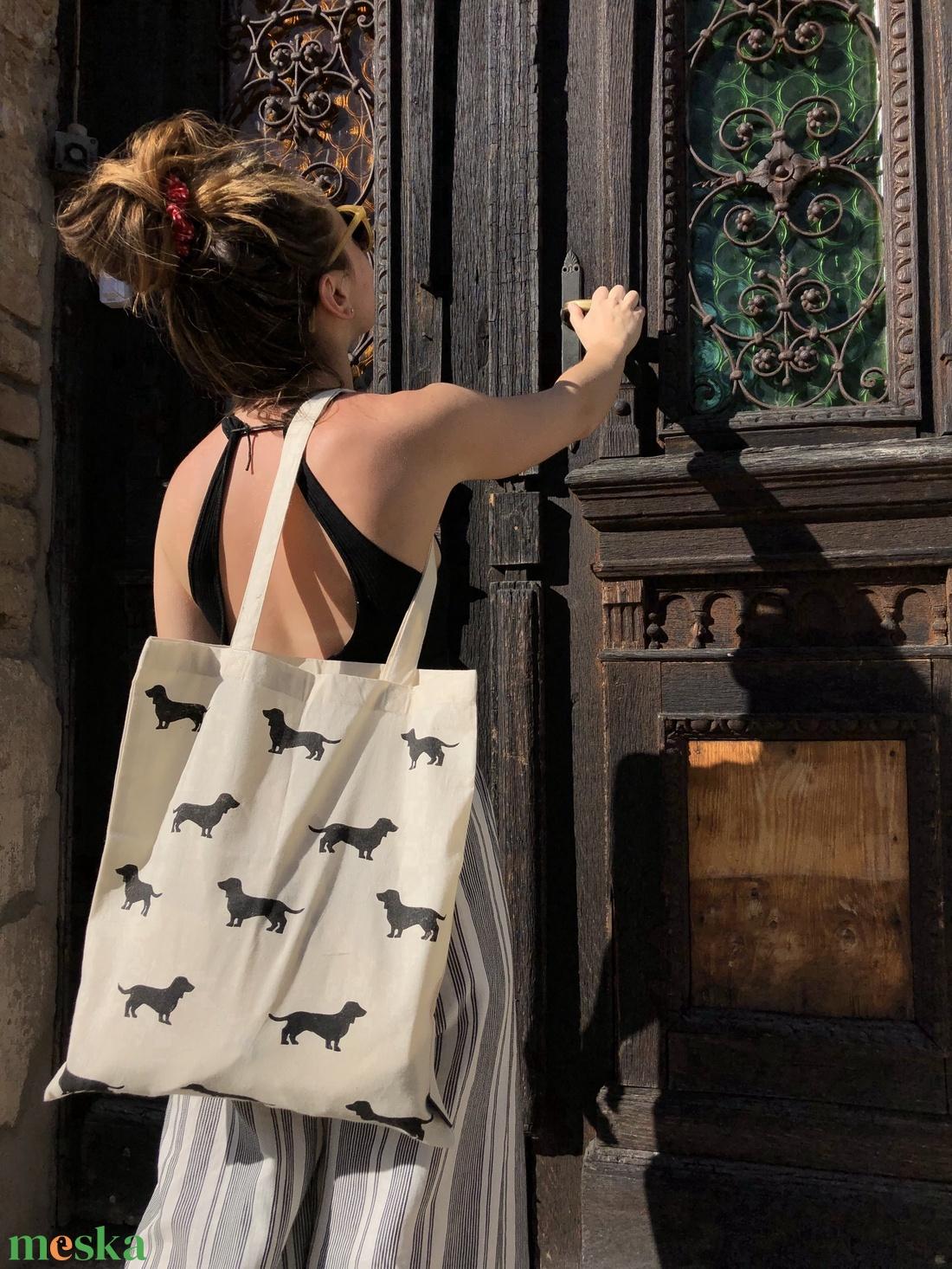 Tacskó mintás vászontáska - táska & tok - bevásárlás & shopper táska - shopper, textiltáska, szatyor - Meska.hu