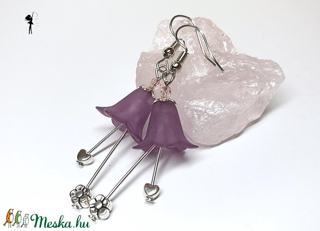Sötétlila harangvirág lógós fülbevaló virággal és szívvel - ékszer - fülbevaló - lógó fülbevaló - Meska.hu