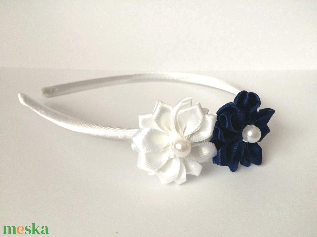 Sötétkék és fehér (tengerész) 2 virágos hajpánt - ruha & divat - hajdísz & hajcsat - hajráf & hajpánt - Meska.hu