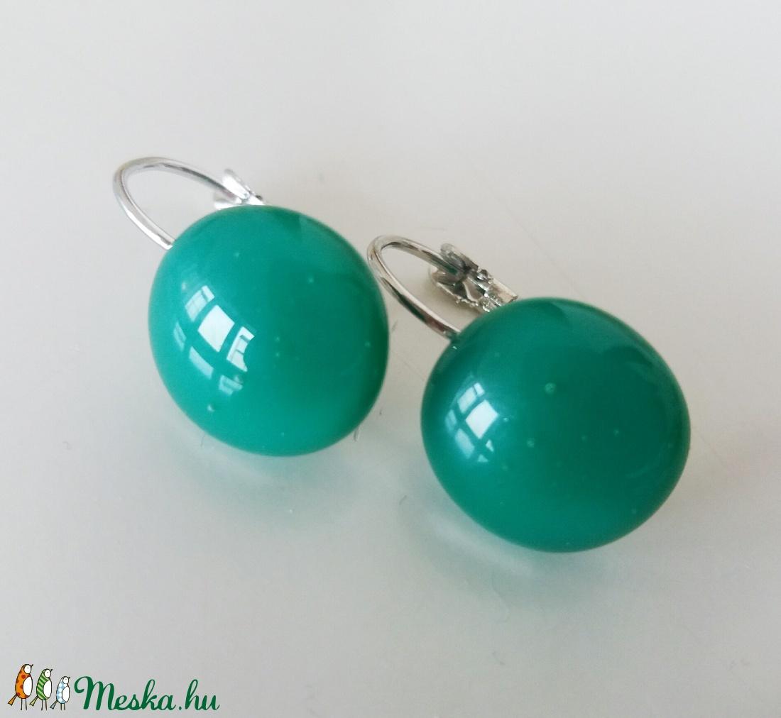 Smaragdzöld franciakapcsos  üvegfülbevaló  (ritakata) - Meska.hu