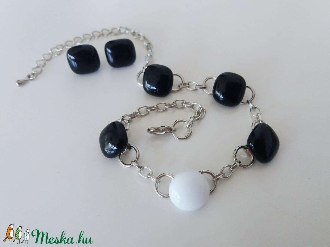 Fekete-fehér üveg karlánc fülivel (ritakata) - Meska.hu