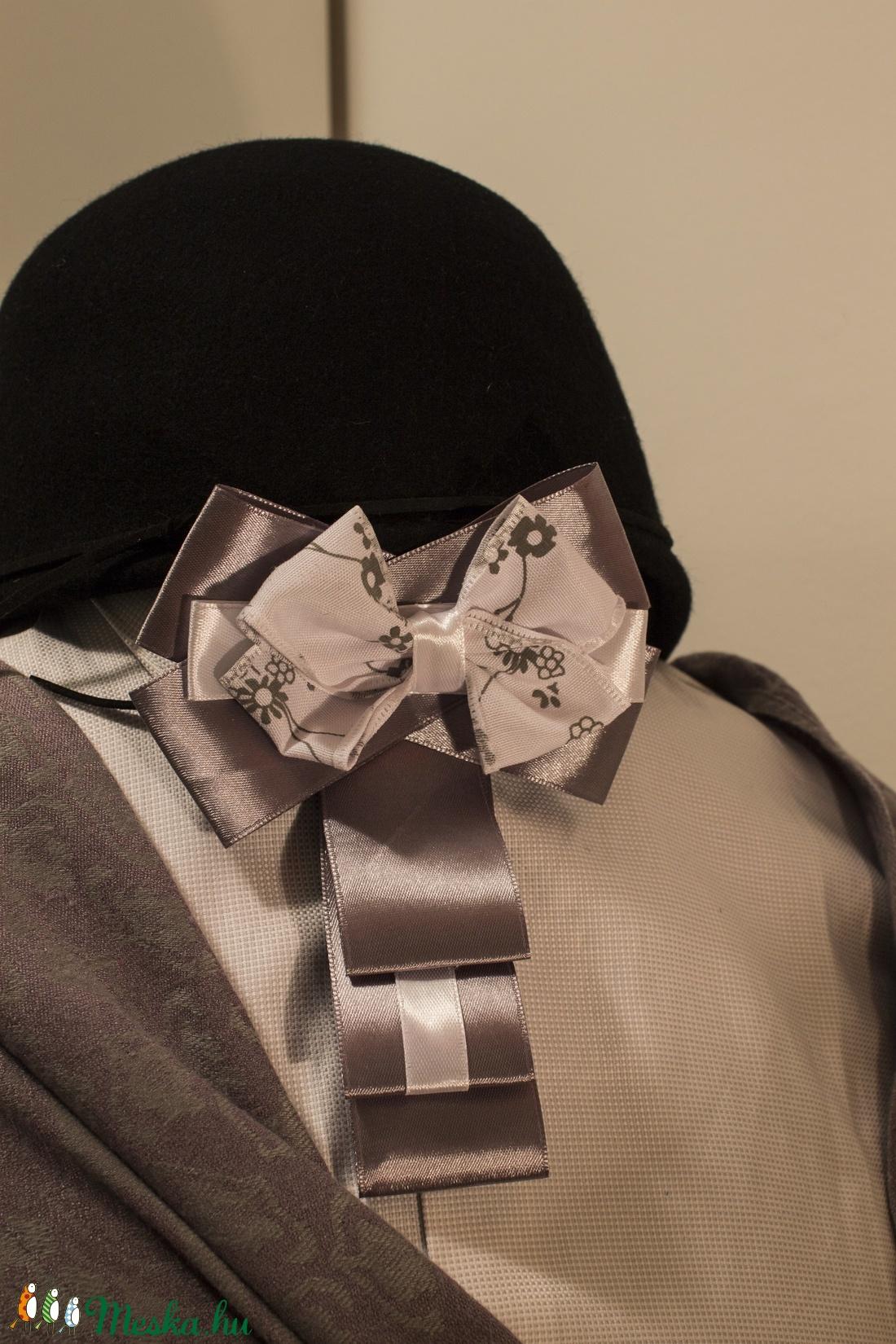 Bugyi nyakkendő képek
