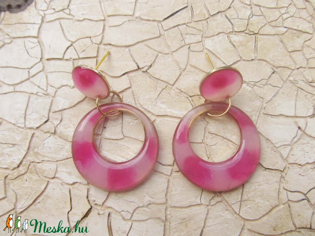 Rózsaszín párduc fülbevaló - ékszer - fülbevaló - lógós kerek fülbevaló - Meska.hu