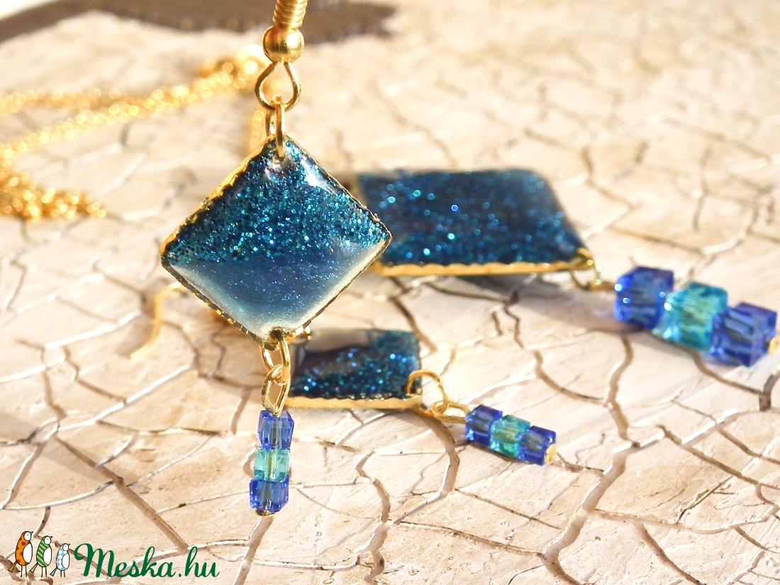 Csupa kék ékszerszett, csillámporral, gyöngyökkel - ékszer - ékszerszett - Meska.hu
