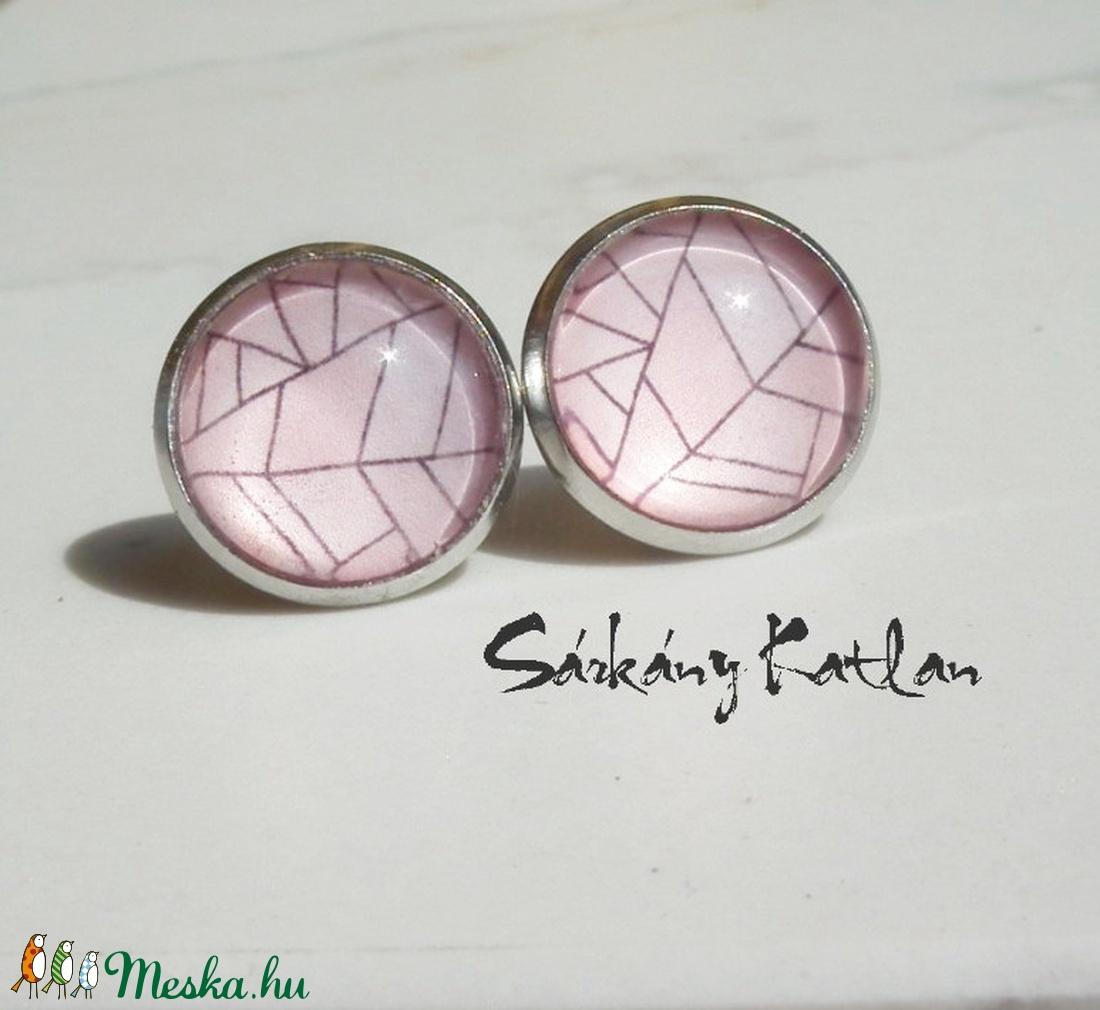 Rózsaszín üveglencsés bedugós fülbevaló. - ékszer - fülbevaló - pötty fülbevaló - Meska.hu