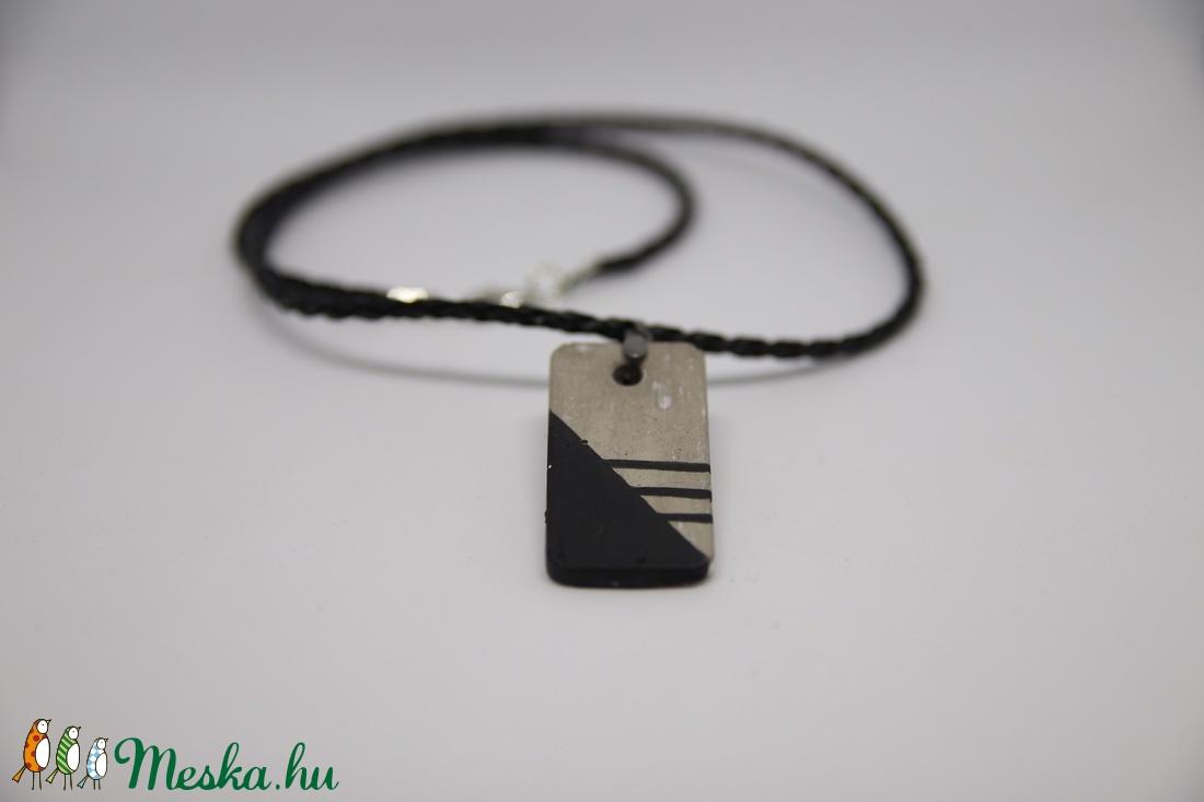 Beton nyaklánc téglalap medállal - Little black series (Silexekszer) - Meska.hu