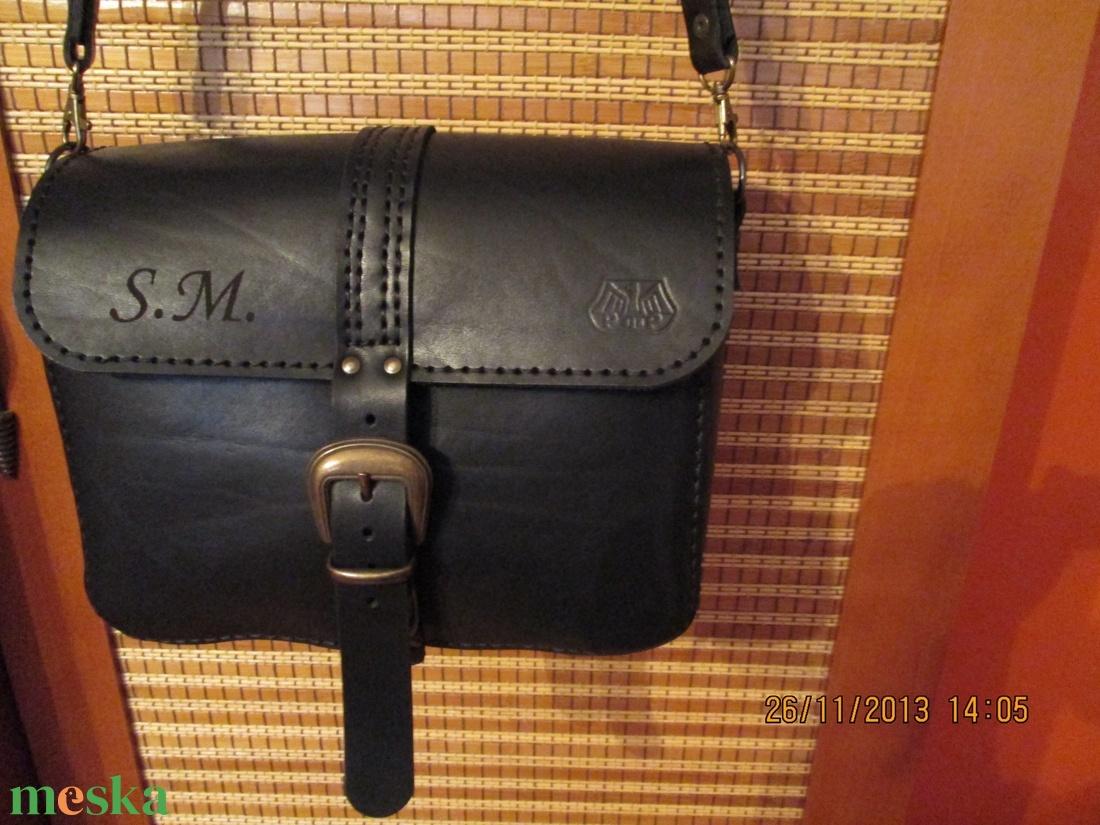 Női {de lehet férfi is} válltáska - táska & tok - kézitáska & válltáska - vállon átvethető táska - Meska.hu
