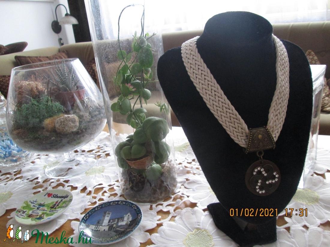 Nyakék valentin napra {lehet másra is} strasszköves dísszel - ékszer - nyaklánc - medálos nyaklánc - Meska.hu