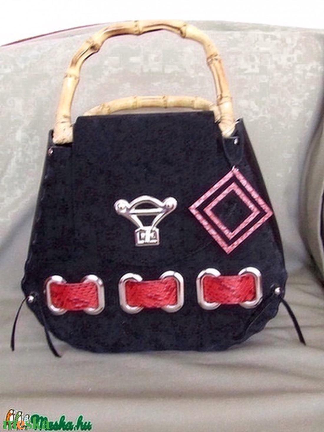 És megint egy újabb darab a- Különleges táskákból- - táska & tok - kézitáska & válltáska - kézitáska - Meska.hu