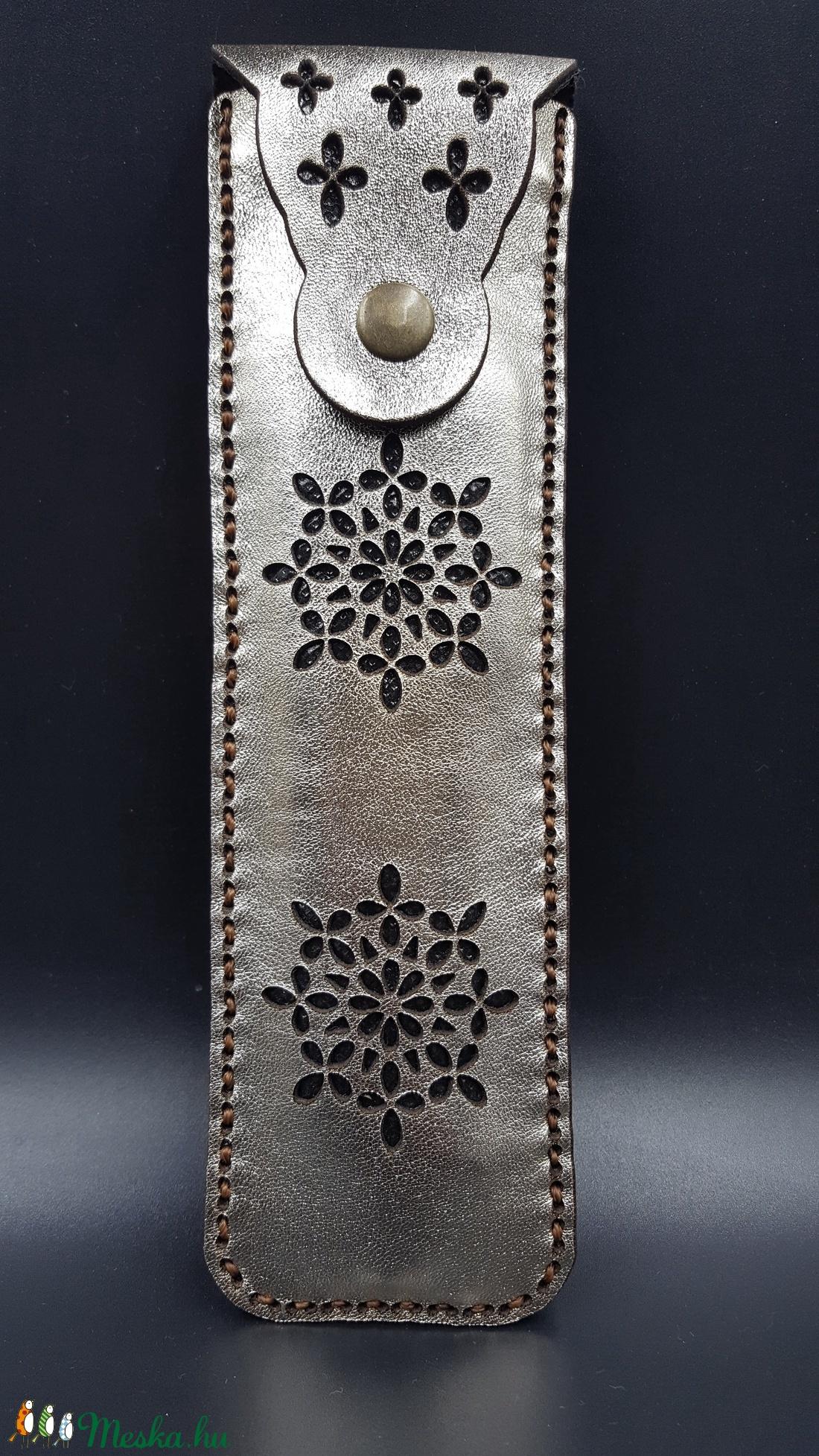 Valódi Bőr arany színű vágott virág mintás tolltartó (Sysssy) - Meska.hu