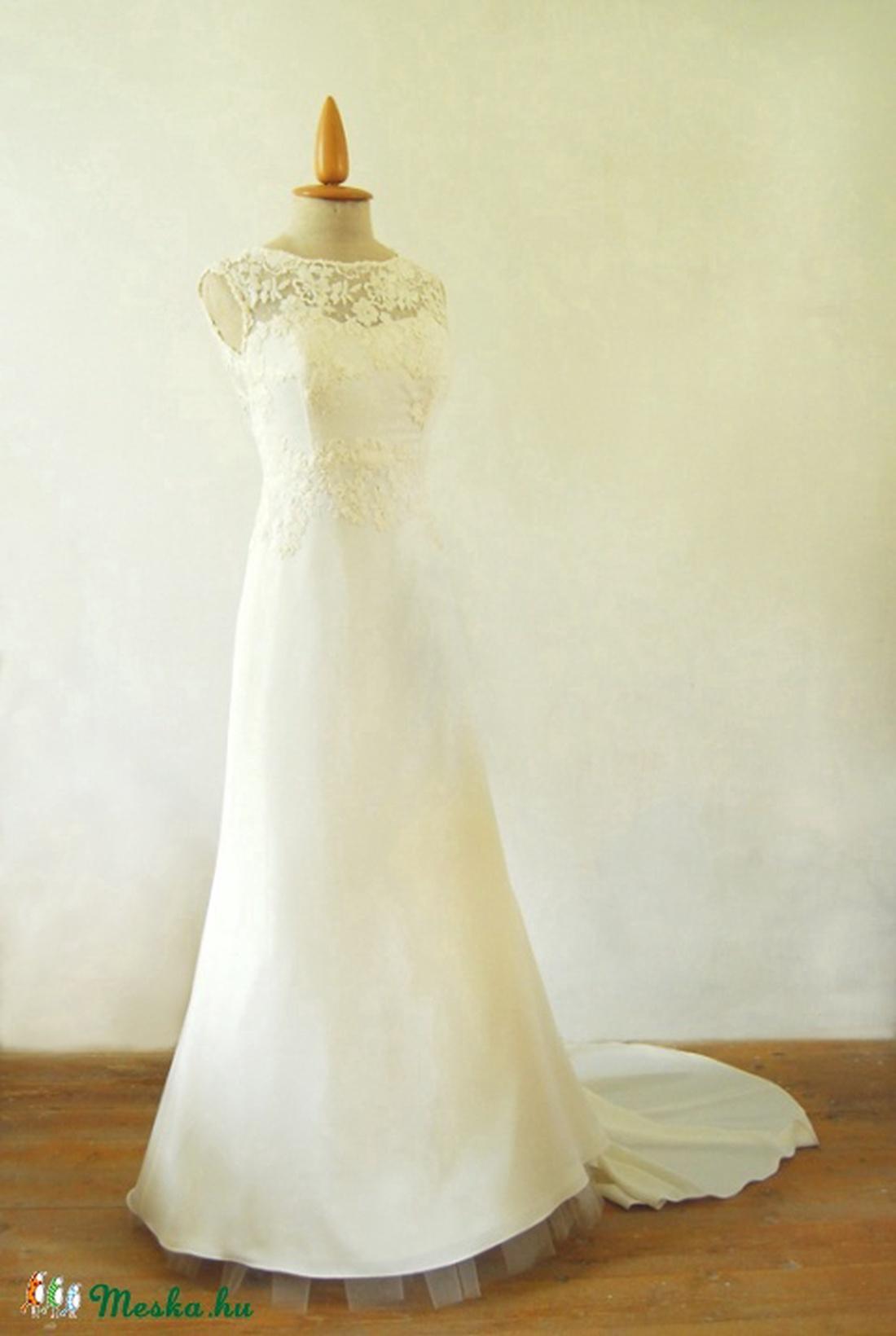 af57c4efd7 Uszályos menyasszonyi ruha (Szabovszki) - Meska.hu