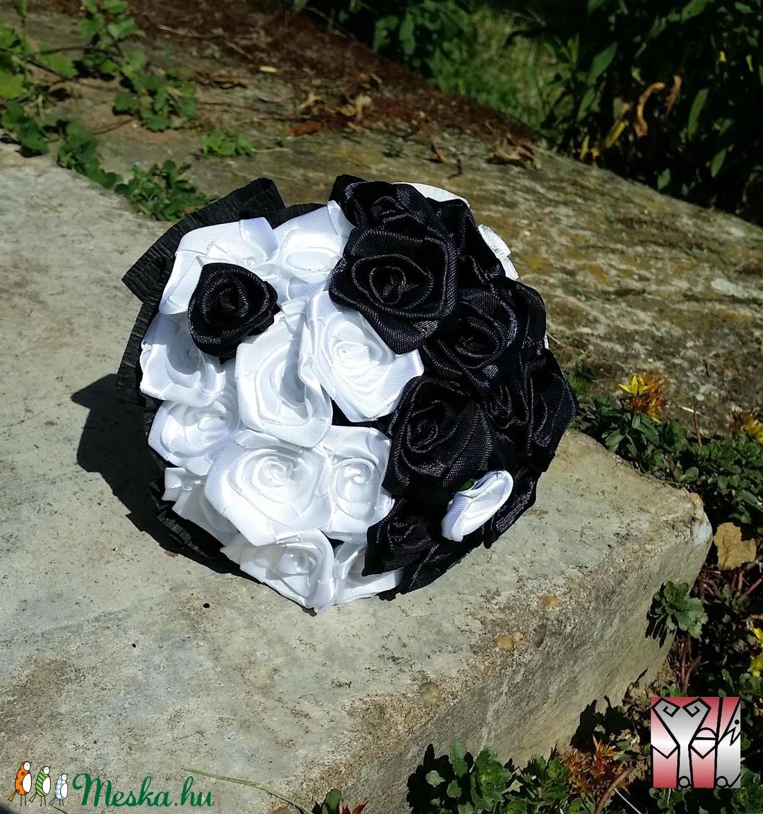 Minirózsa csokor fekete-fehér színben (Szevimamarozsakertje) - Meska.hu