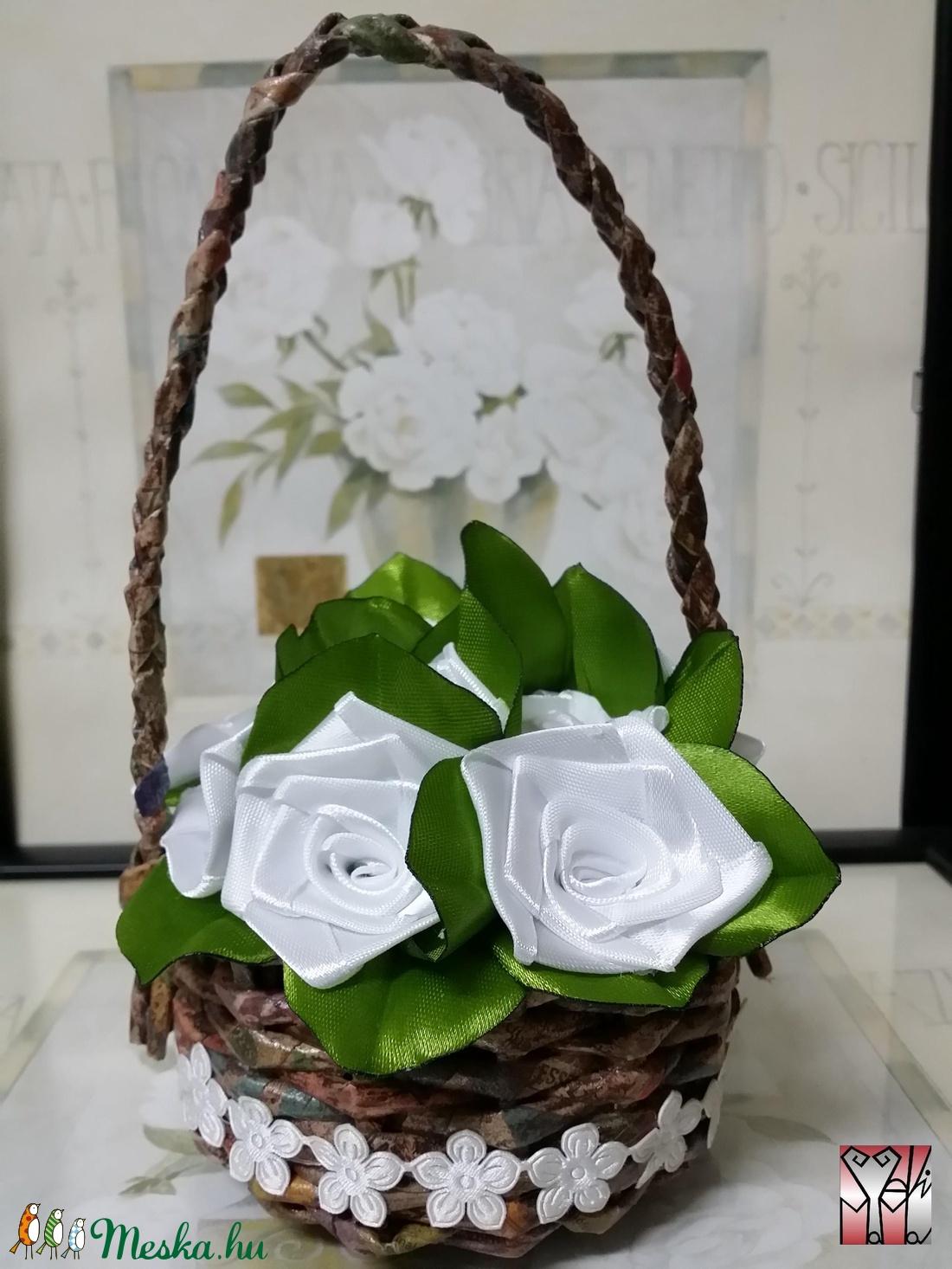 Fehér selyem rózsák kosárban (Szevimamarozsakertje) - Meska.hu