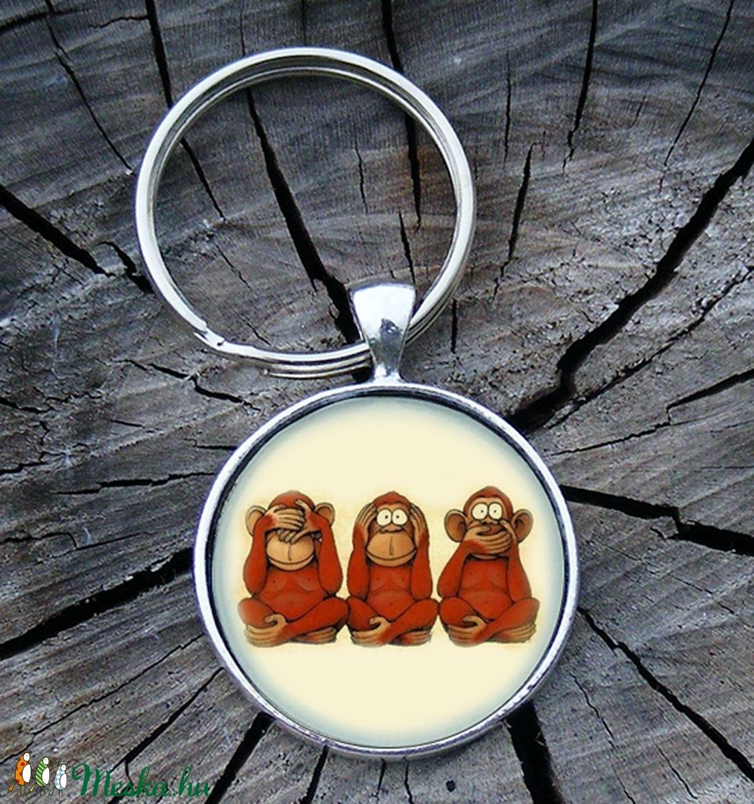 Bölcs majmok- Üveglencsés fém kulcstartó (Szilvadekor) - Meska.hu
