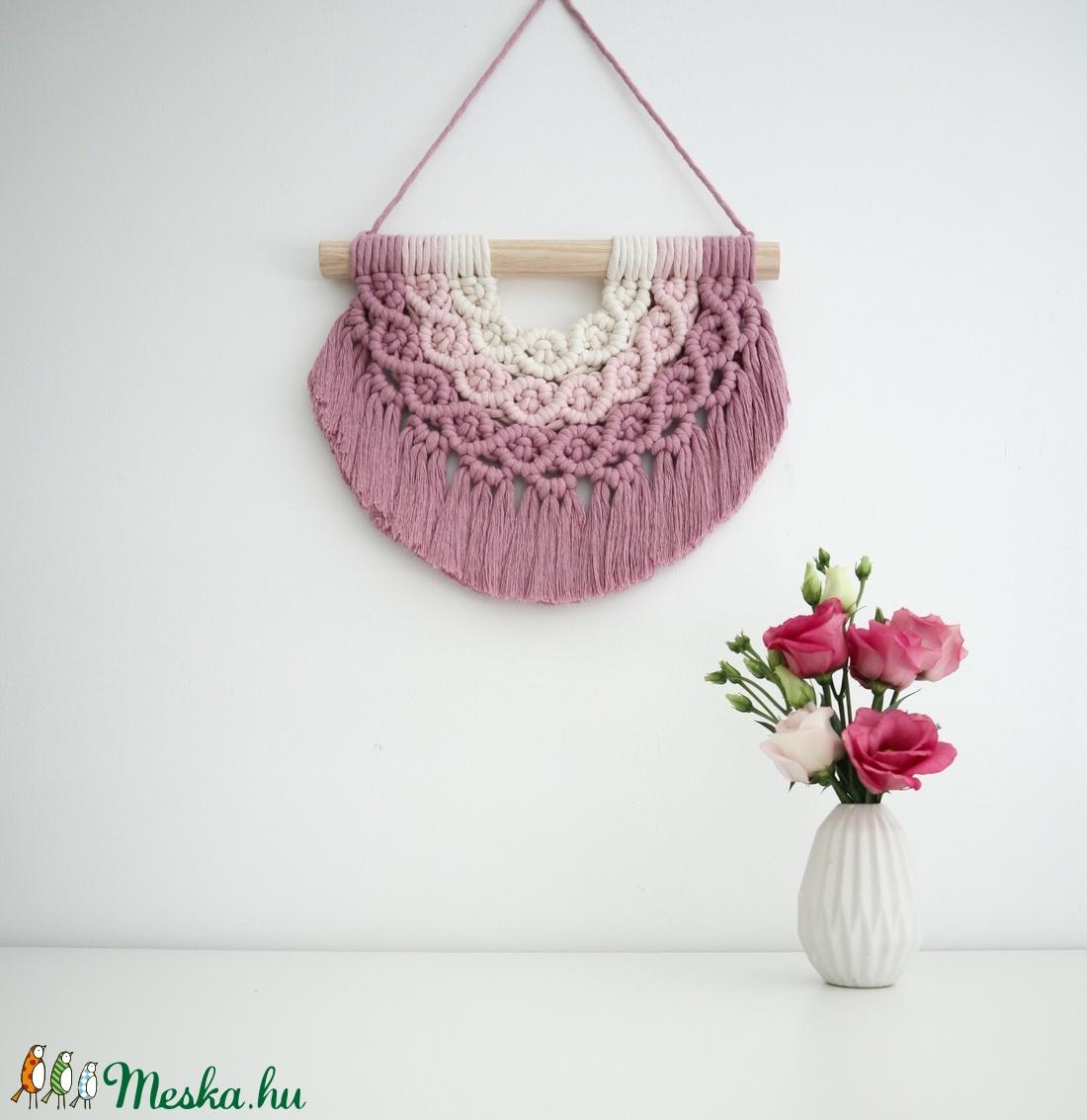 Mini szivárvány makramé falidísz - rózsaszín - otthon & lakás - dekoráció - falra akasztható dekor - Meska.hu