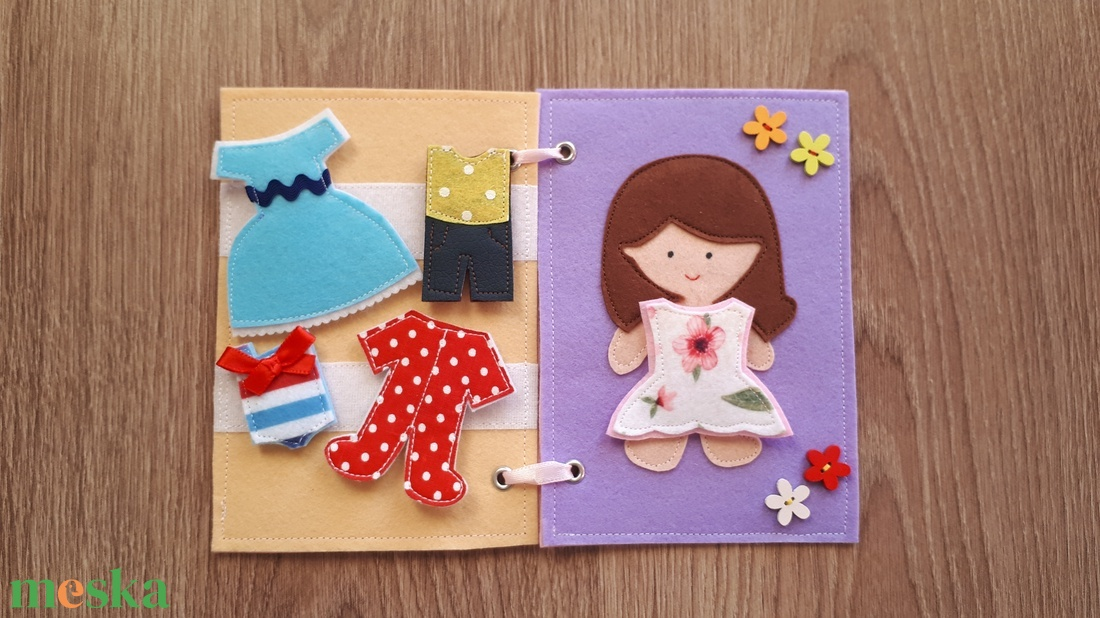Filc öltöztethető baba kiskönyv 5 szett ruhával - RENDELHETŐ (SzokeViki) - Meska.hu