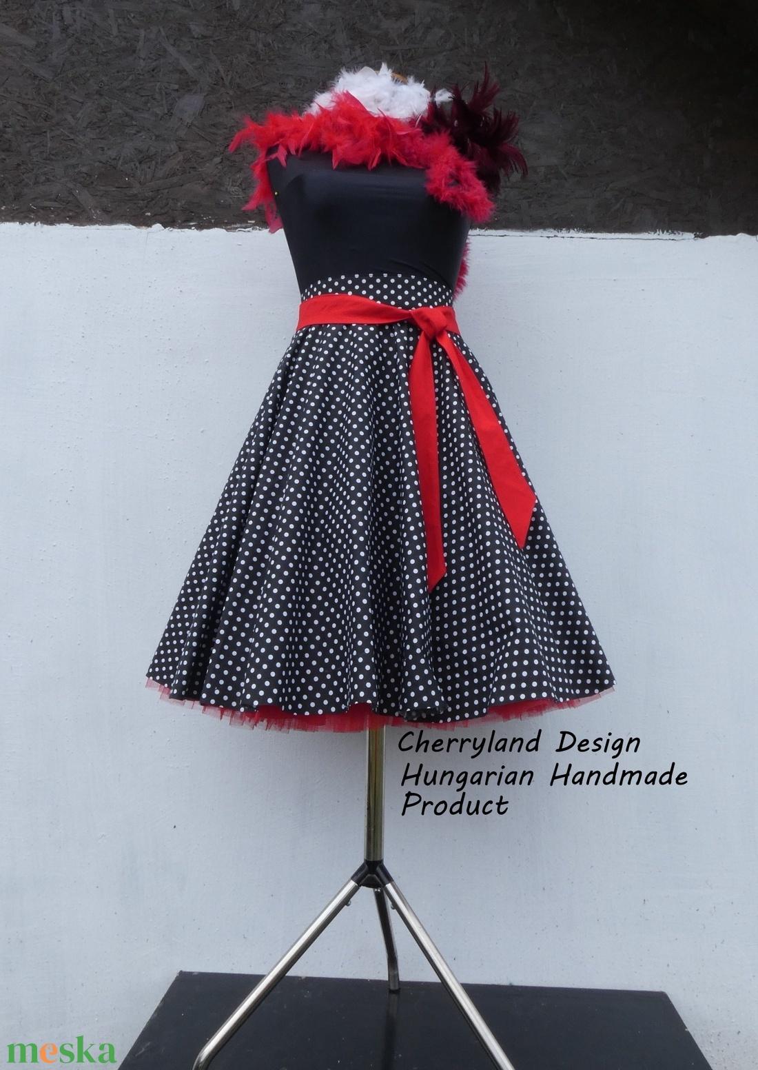 Cherryland Design Fekete-Fehér  pöttyös rockabilly szoknya./Alsószoknyával - Meska.hu
