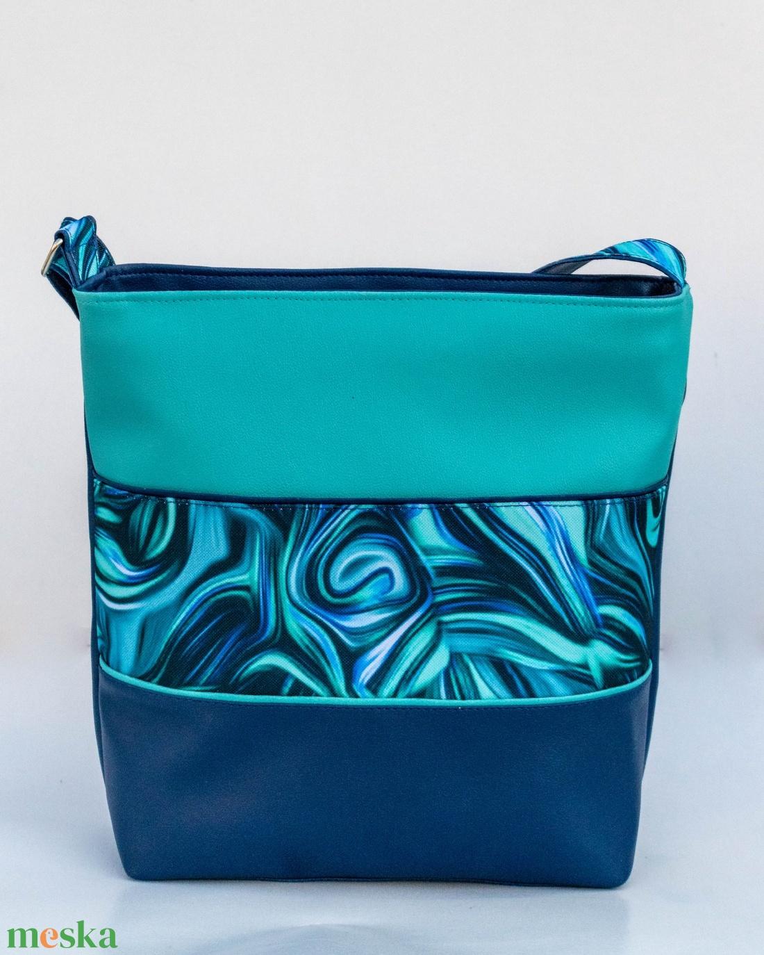 Kék-türkiz, absztrakt mintás oldaltáska - táska & tok - kézitáska & válltáska - vállon átvethető táska - Meska.hu