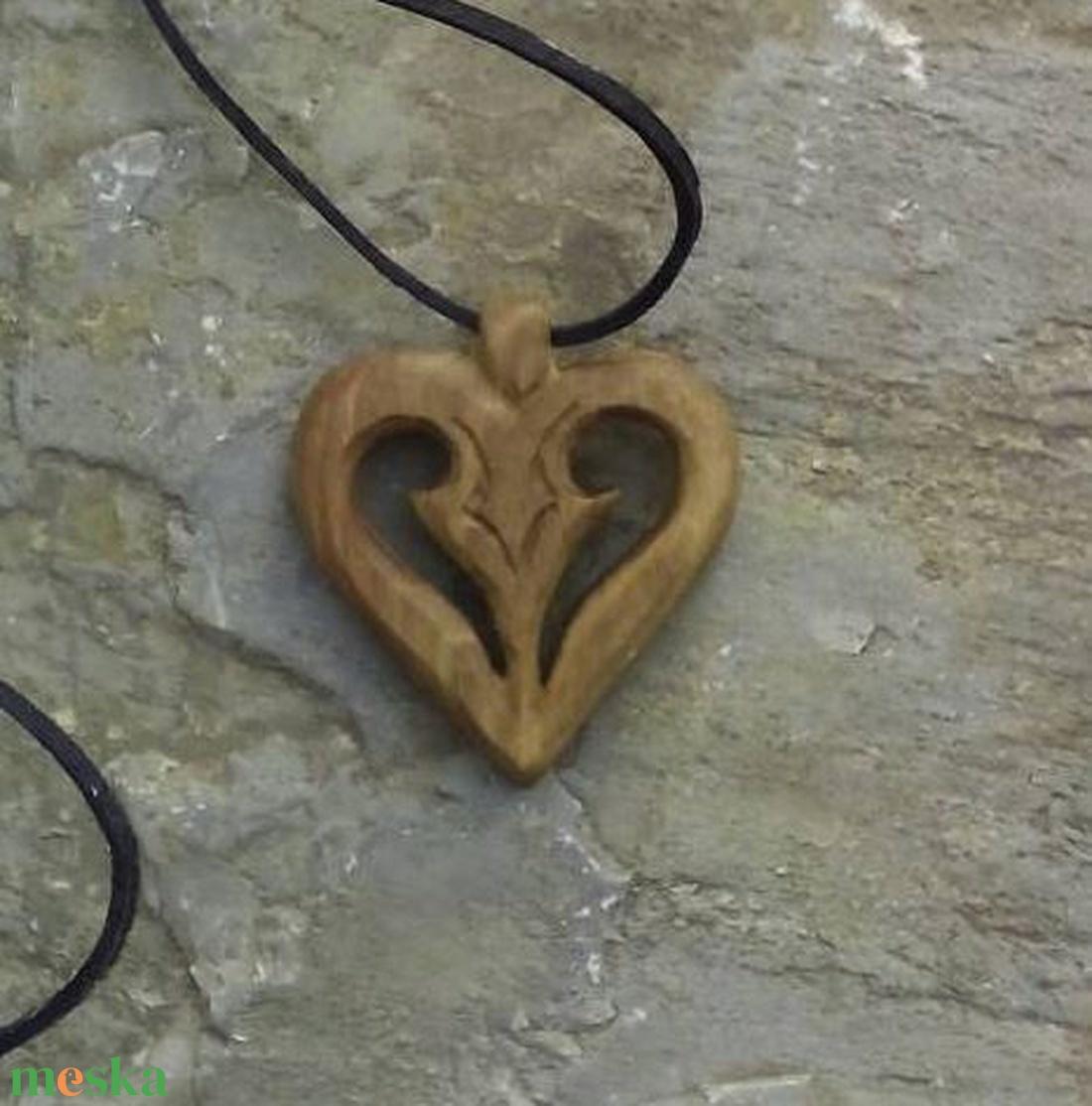Szív alakú medál (Tothfaforgacs) - Meska.hu