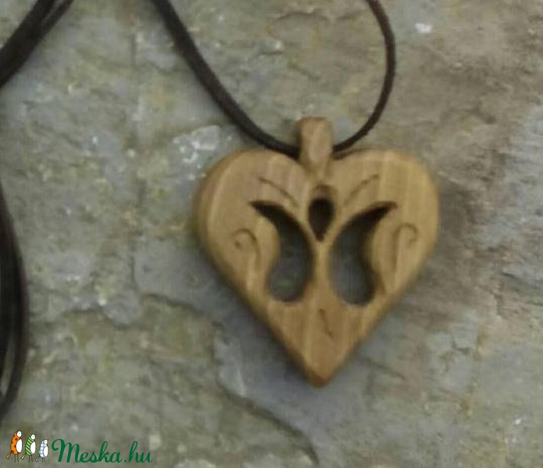 Szív alakú medál ,tulipántos (Tothfaforgacs) - Meska.hu