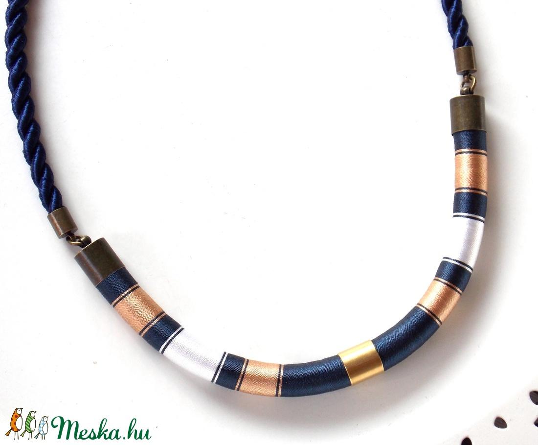 Kék-fehér-barna WOOL nyaklánc (tundermuhely) - Meska.hu
