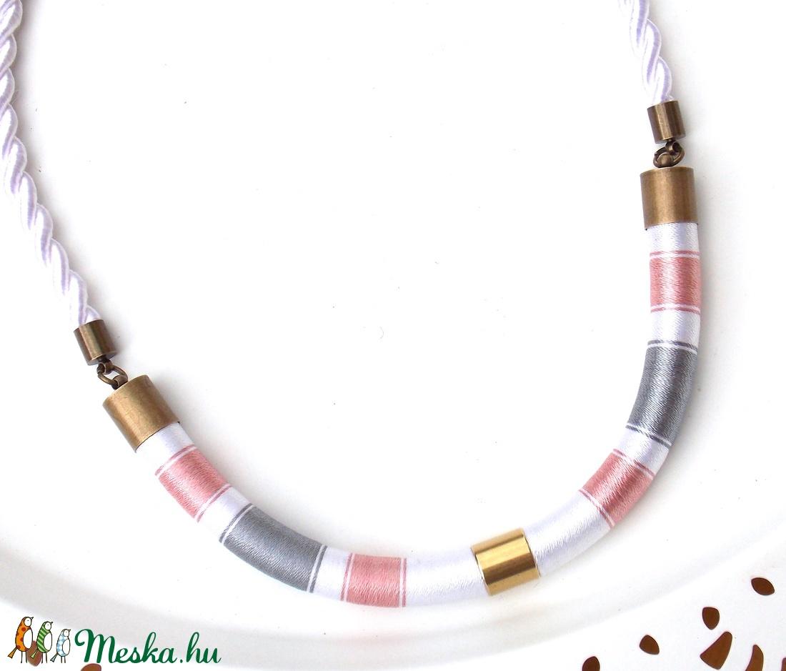 Púder-szürke-fehér WOOL nyaklánc (tundermuhely) - Meska.hu