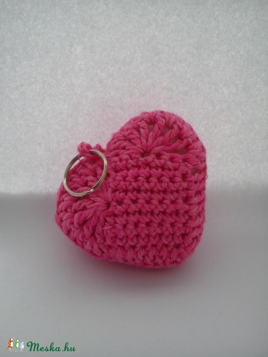 93f1e4b715 ... Édes szív alakú horgolt kulcstartó rózsaszín és zöld színekben  (turkizmuhely) - Meska.hu ...