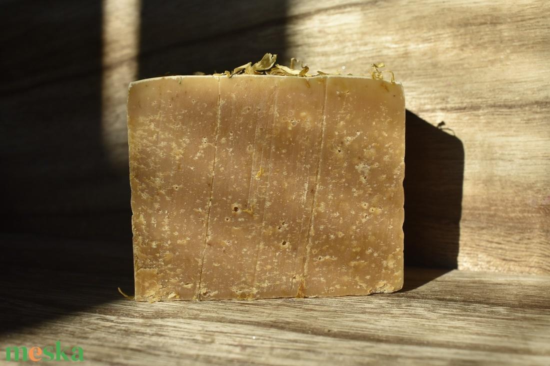 Körömvirág méz szappan kecsketejjel 125g - szépségápolás - szappan & fürdés - kézműves szappan - Meska.hu