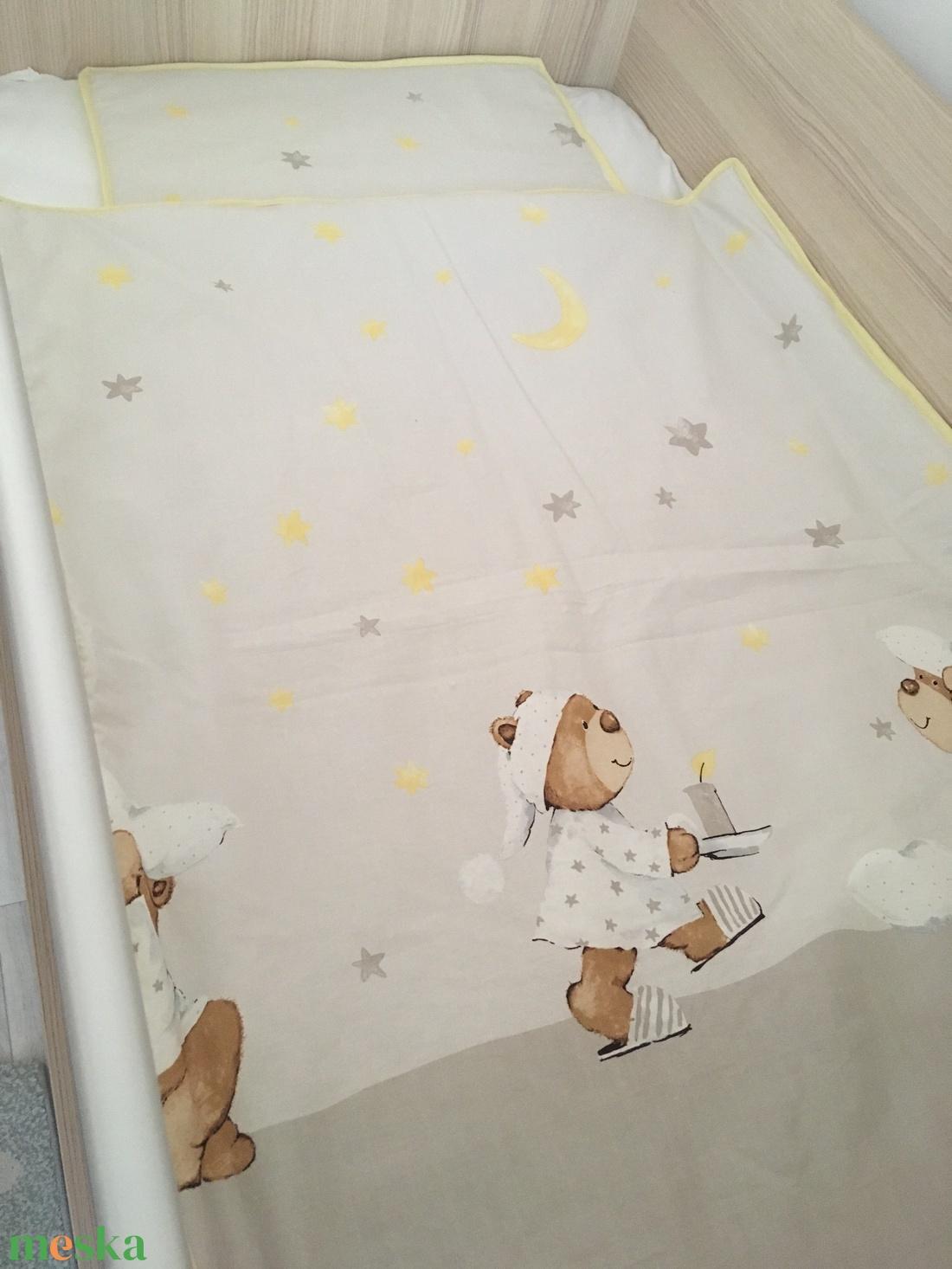 Baba ágynemű - takaró és párna - maci - csillag - hold - szürke - sárga - játék & gyerek - 3 éves kor alattiaknak - Meska.hu