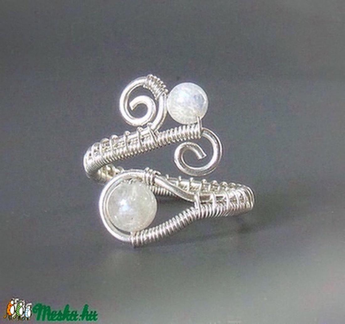 Szivárvány holdkő gyöngyös gyűrű ezüstözött drótból (VeraNasfa) - Meska.hu