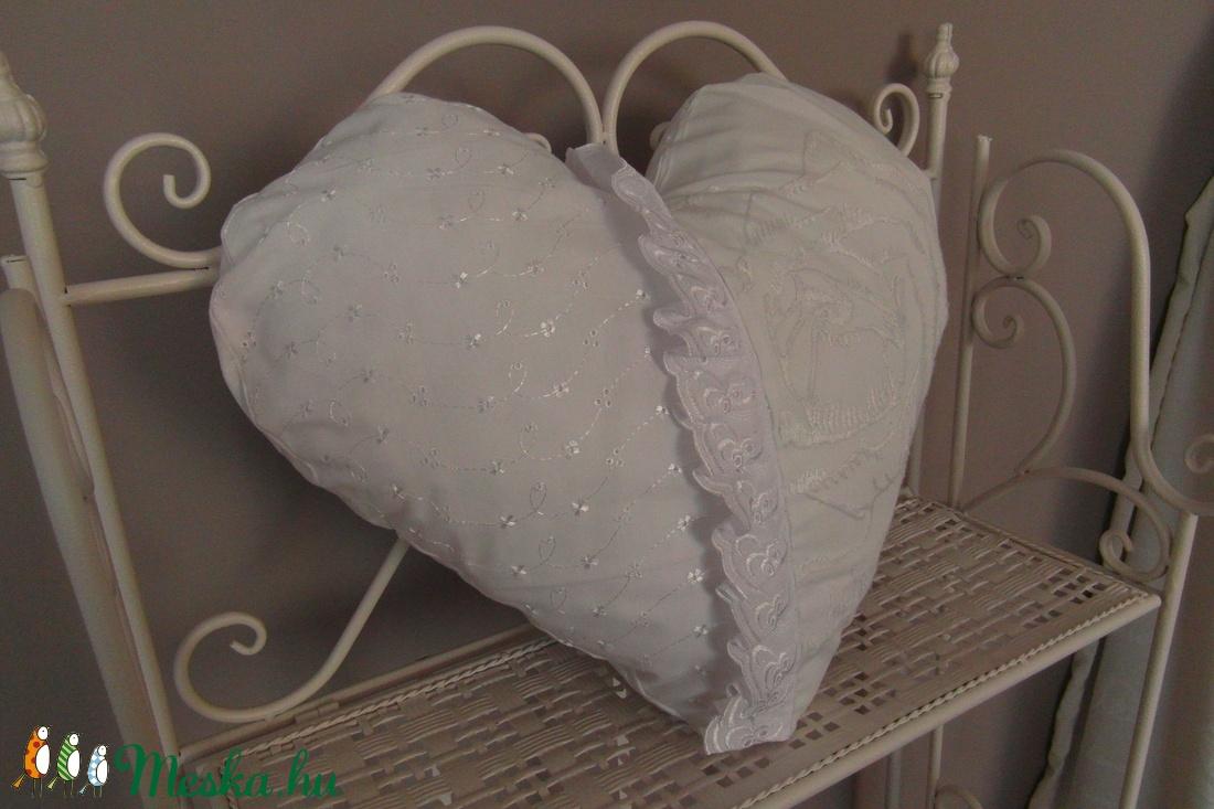 Szív alakú csipkés párna (vighilda) - Meska.hu