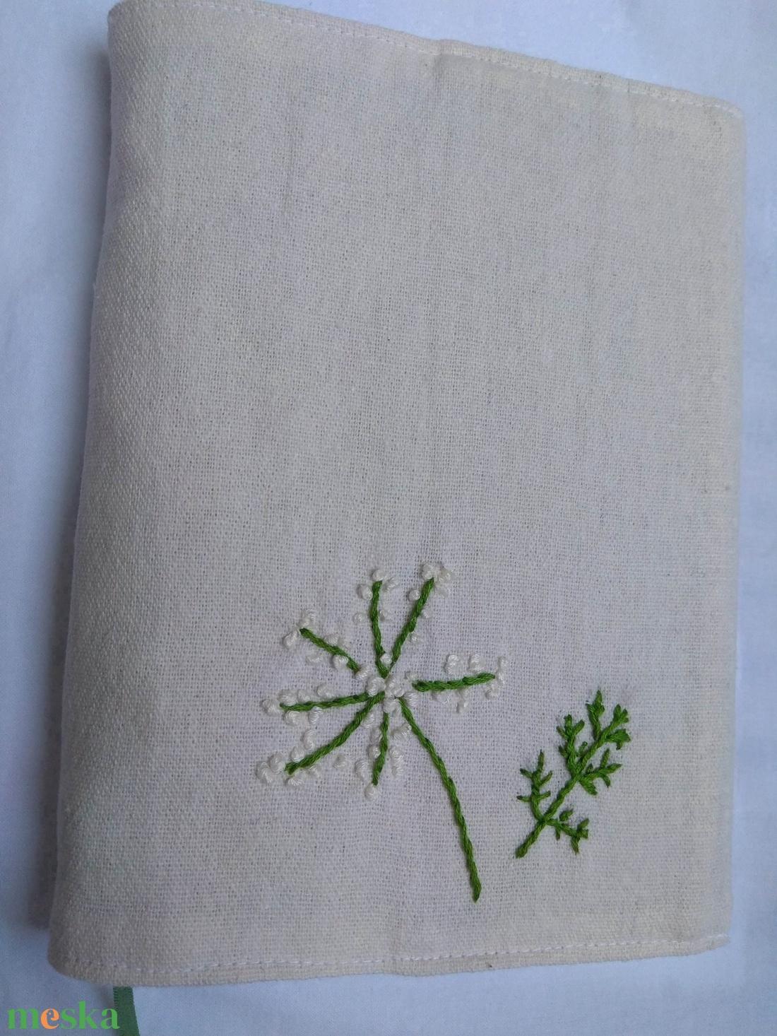Kézi hímzéssel (vadmurok) díszített vászon könyvborító - otthon & lakás - papír írószer - Meska.hu