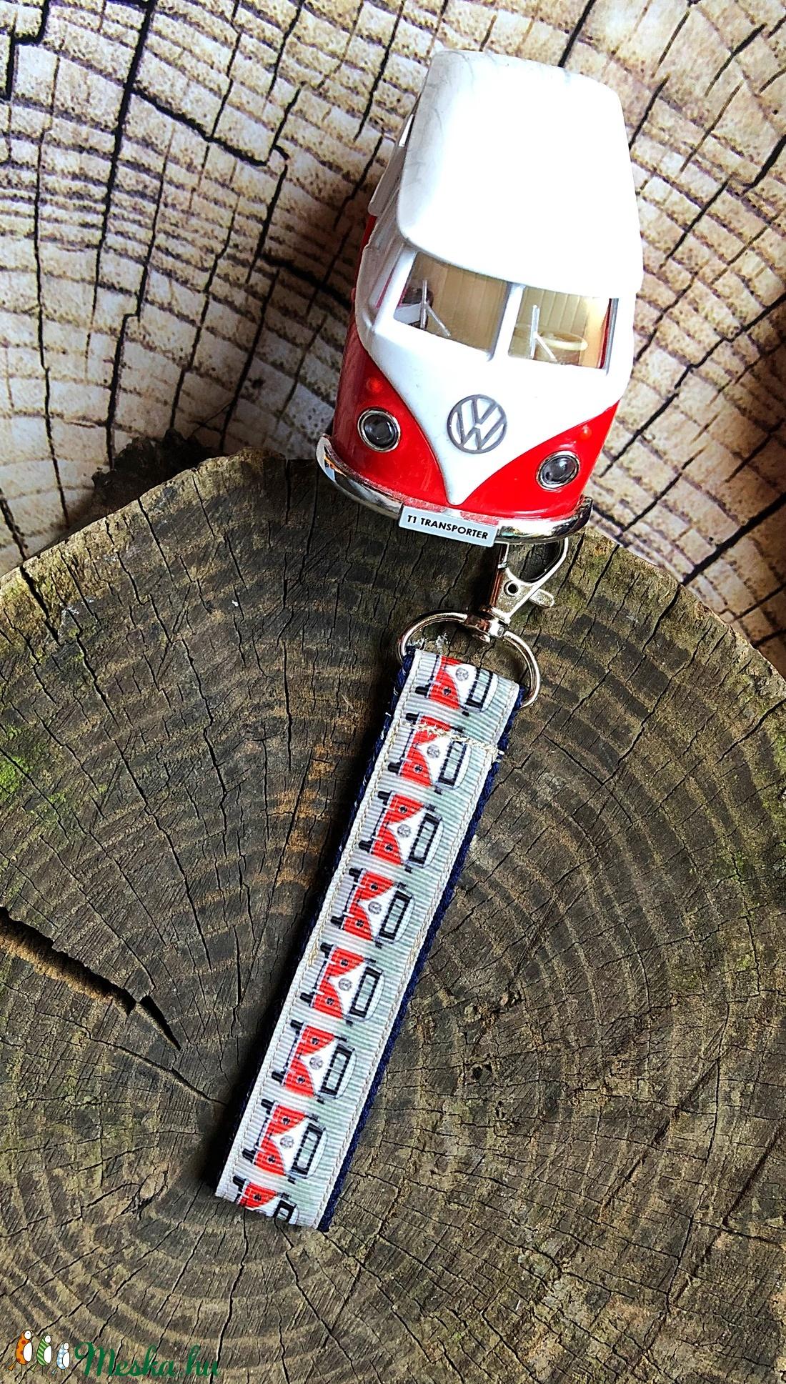 Volkswagen T1 buszos-Kulcstartó (wiki001) - Meska.hu