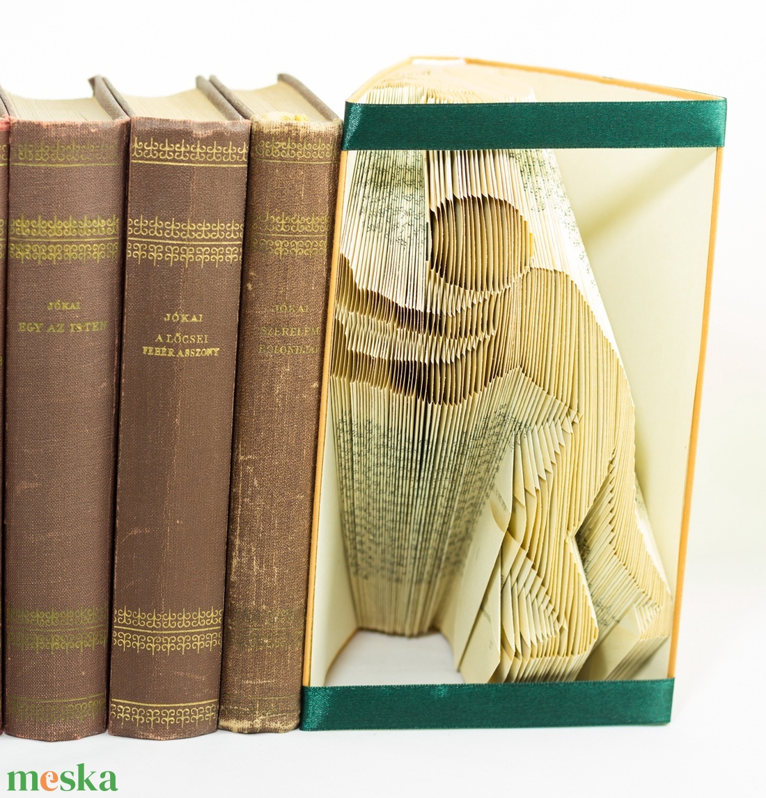 Balra toló ember formájú könyvszobor - könyvtámasz - dísz - E239 (Wolfabric) - Meska.hu