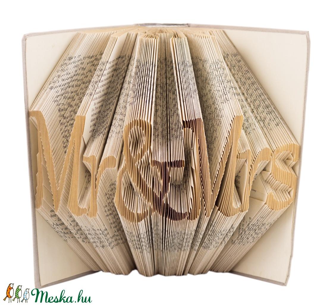 Mr and Mrs feliratos hajtogatott könyvszobor - Szerelmes pároknak - Esküvőre - Eljegyzésre - Karácsonyra E127 (Wolfabric) - Meska.hu